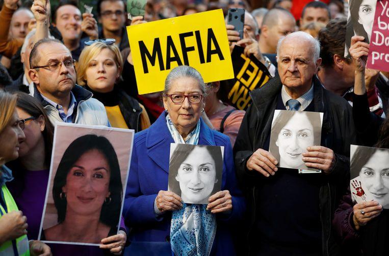 De ouders van de vermoorde journaliste Daphne Caruana Galizia zijn aanwezig bij een demonstratie in Valletta. Beeld REUTERS