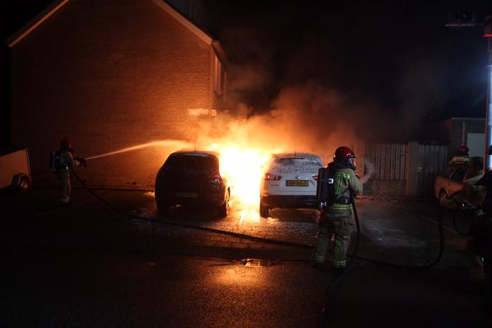 De brand in twee auto's aan de Jeker