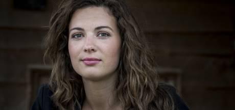 Knappe Boer Zoekt Vrouw-boerin Annemiek (25) overladen met liefdesbrieven