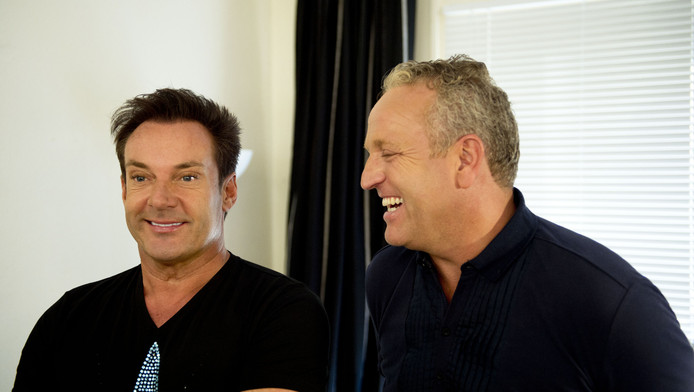 Gerard Joling en Gordon (R) tijdens de presentatie van het televisie-programma van de RTL 4 'Effe Geen Cent Te Makken'.