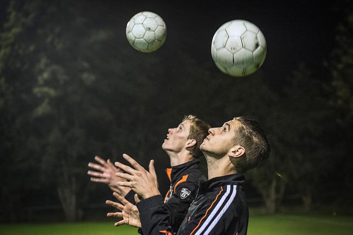 ONI-spelers Sander Blok (links) en Jordy van Rijen in actie