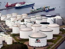 Plastic opslagtanks voor olie en chemicaliën in de Rotterdamse haven