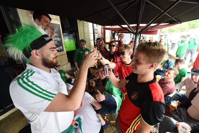 Ierse en Belgische supporters. Beeld afp