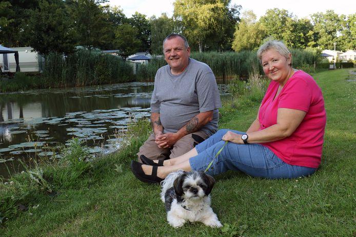 Francis en Linda vinden rust in de groene omgeving van het Berkenstrand.