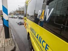 Snorfietsster moet naar ziekenhuis na aanrijding in Roosendaal