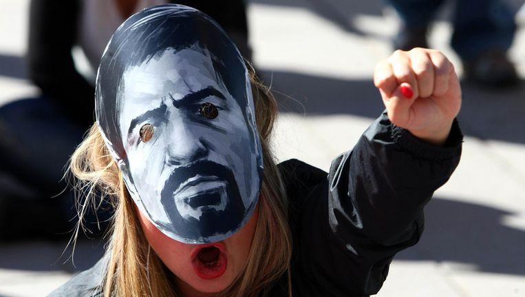 Een vrouw protesteert bij de rechtbank in Ankara in september tijdens het proces tegen de politieman. Beeld afp