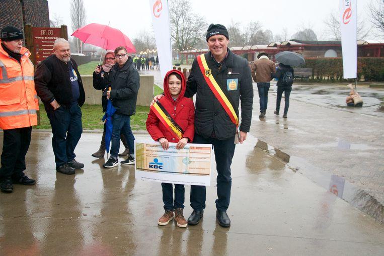 kinderburgemeester Thibaud Cortens en burgemeester Rudy van Cronenburg (Samen).