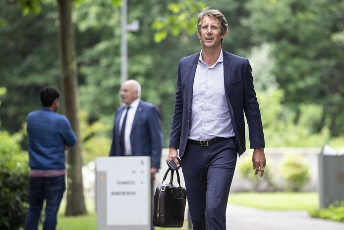 Edwin van der Sar van Ajax arriveert bij de KNVB voor een ledenvergadering.