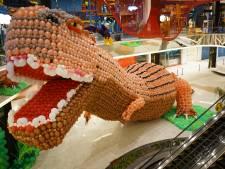 Guido uit Zutphen pakt wereldrecord met deze enorme dinosaurus van 150.000 ballonnen
