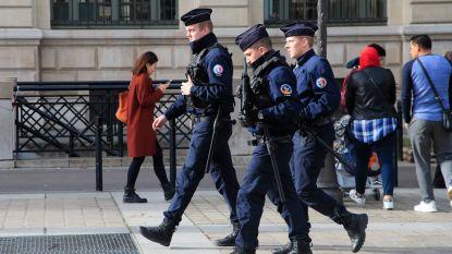 """Steekpartij in Parijs: al zeven politiemensen """"ontwapend"""" na aanwijzingen van radicalisering"""