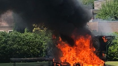 VIDEO: Zitmaaier van gemeente brandt volledig uit