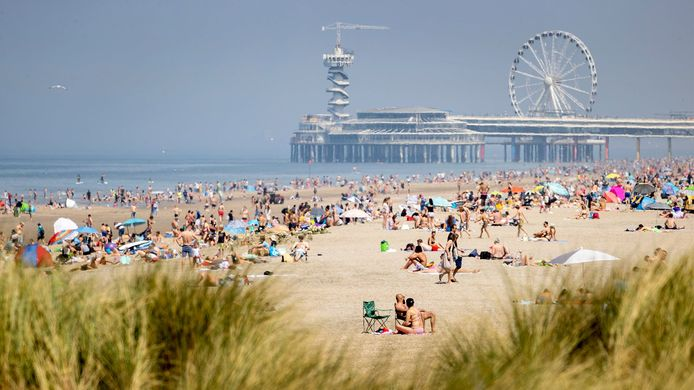 Veel mensen zochten vandaag het strand op.