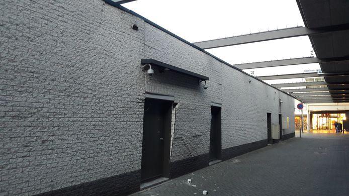 De achterzijde van het Rabobankgebouw aan de Seinedreef in Overvecht Utrecht, waar de plofkraak plaatsvond.