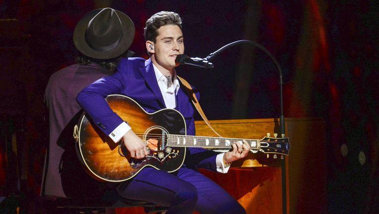 Douwe Bob tijdens zijn optreden gedurende de halve finale van het Eurovisie Songfestival. Beeld EPA