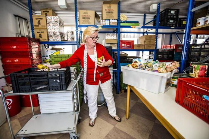 Thea van Amersfoort wil niet stoppen met voedselpakketten samenstellen in Wenum Wiesel.