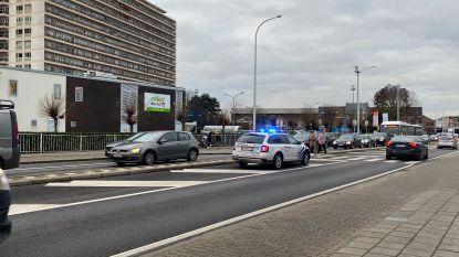 Voetgangster (79) aangereden tijdens het oversteken door politievoertuig op weg naar interventie