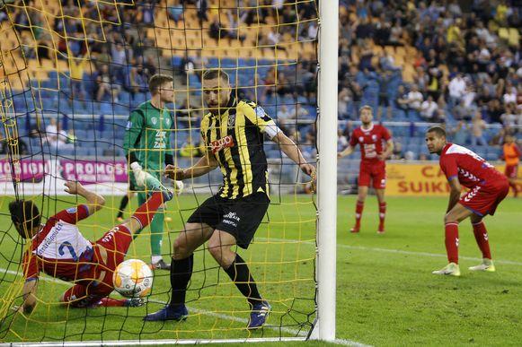 Vitesse-aanvoerder Guram Kashia kopte de 3-2 binnen.