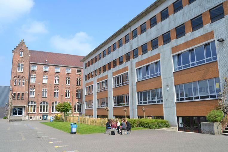 De campus Sint-Teresia in Eksaarde breidt uit met twee klassen om capaciteitsproblemen te voorkomen.