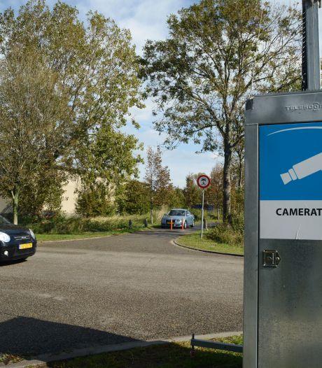 Maling aan wakend oog bij omleiding van Haringvlietstraat: auto's rijden paaltjes omver