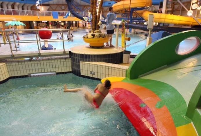 Ongeloof over sluiting golfslagbad de tongelreep in for Zwembad uden
