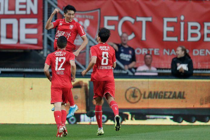 Keito Nakamura viert de 1-0 bij zij n debuut tegen PSV.