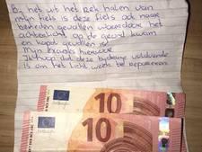 Dit bijzondere excuusbriefje vond studente Elina bij haar fiets in Zwolle
