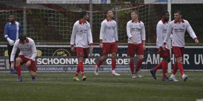 Treurnis bij Barendrecht na de 0-4 tijdens de wedstrijd BVV Barendrecht - Hoek.