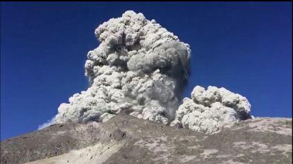 Wandelaars staan bijna op top wanneer vulkaan plots uitbarst