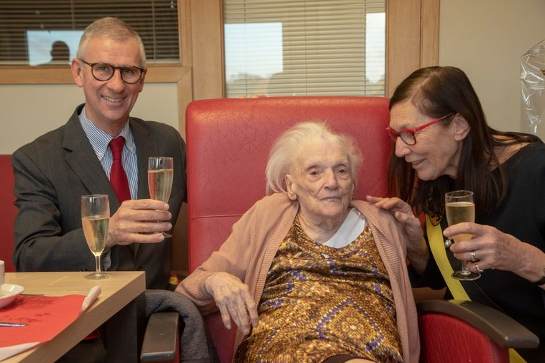 Anna De Baerdemaeker viert haar 106de verjaardag in WZC Kanunnik Triest in Melle.