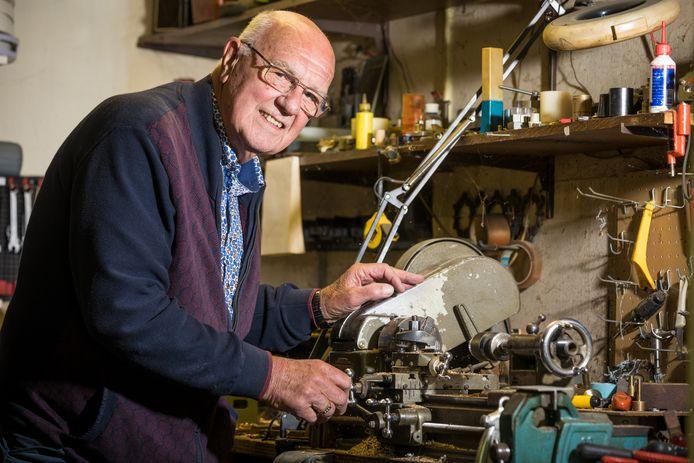 Gerrit ten Cate uit Doornspijk maakte duizenden goocheltrucs voor goochelaars in binnen- en buitenland.