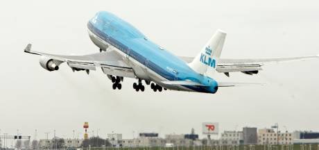 Advies van Raad: maak vliegen duurder