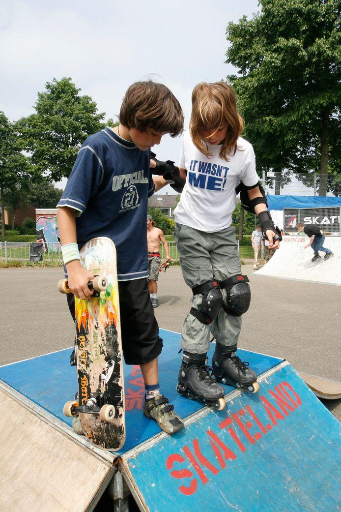 Al in 2006 waren er skaters op de skatebaan bij Westroijen. Nu gaan er hekken rond het park.