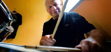 René de Brouwer begint op zijn 65e zijn tweede leven als drummer in Etten-Leur