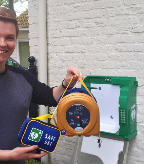 Stef (18) uit Maliskamp reanimeerde een vrouw en wil nu zoveel mogelijk AED's laten plaatsen