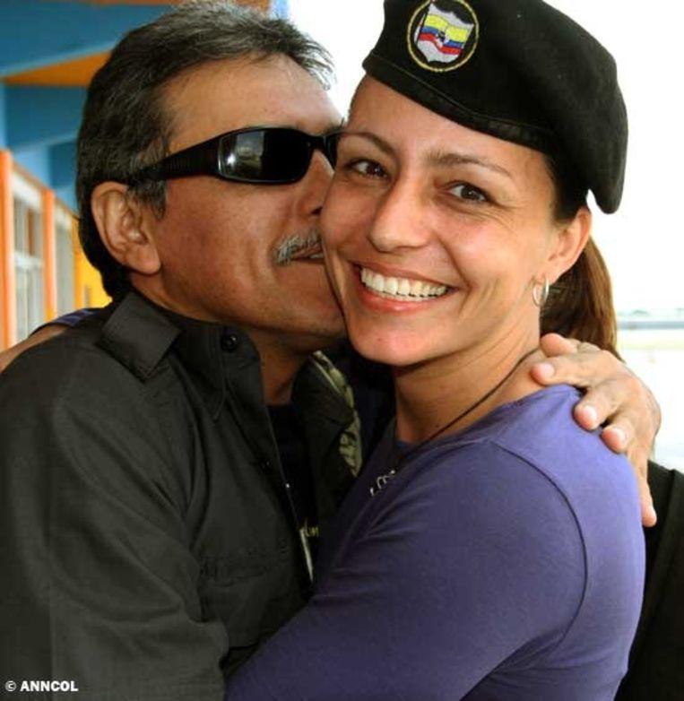 Farc-leider Jesús Santrich met Tanja Nijmeijer in Havana. Beeld AP