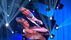 Emotioneel moment in het Sportpaleis: Niels Destadsbader danst met Maud uit 'Down The Road'