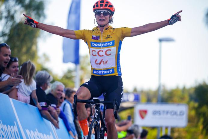 Marianne Vos komt opnieuw als eerste over de streep in Noorwegen.