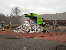 Afval in vuilniswagen vliegt in brand in Woudenberg