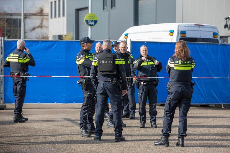 Politie op de plek van de liquidatie in Noord, afgelopen donderdag. Beeld ANP