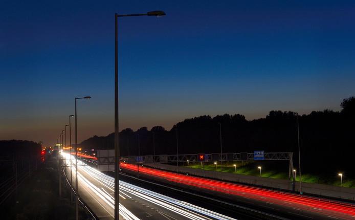 Woerden pakt kapotte straatverlichting aan | Woerden | AD.nl
