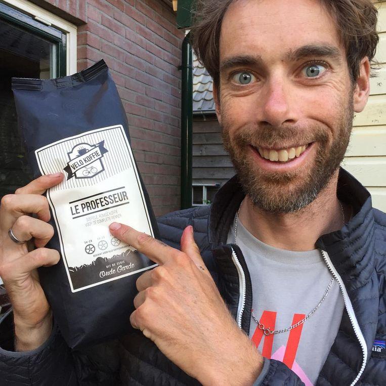 Laurens ten Dam bezit een eigen koffiemerk, dat hij als 'krachtig en biologisch' omschrijft. Beeld Instagram / Laurens ten Dam