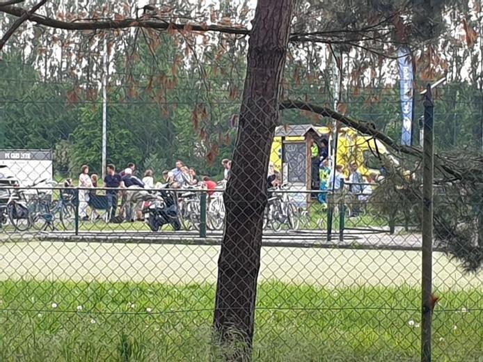 Les personnes proches de la clôture ont été touchées par la décharge électrique.