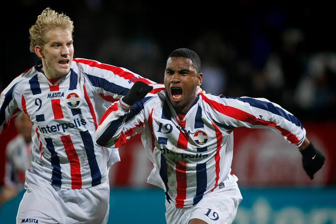 Frank Demouge (links) en Rydell Poepon bejubelen een van de zes tilburgse goals bij de laatste winst van Willem II op Excelsior.