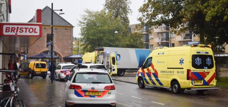 Ernstig ongeluk in Doetinchem: vrouw (64) met rollator komt om door botsing met vrachtwagen
