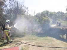 Groene afscheiding brandt af op camping in Haarle