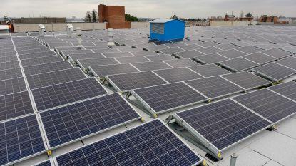 Twee voetbalvelden aan zonnepanelen op Brusselse openbare gebouwen