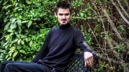 """Student zet oorlog tegen gras verder in Vlaams Parlement: """"Het dient tot niets, zelfs verkeer wordt er niet veiliger van"""""""