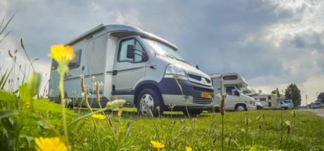 Buren 'Ons Plekske' Vianen eisen bredere haag tegen zicht op camperplaats