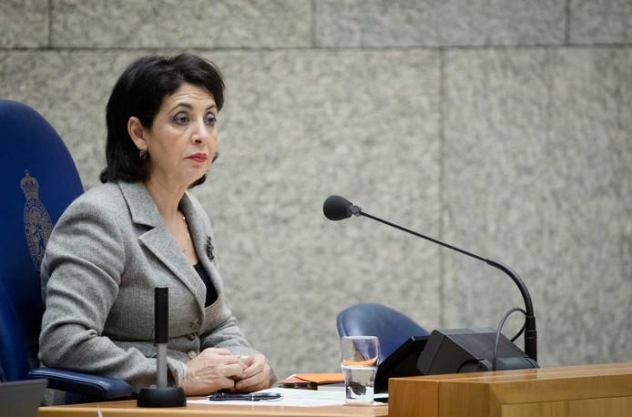 Kamervoorzitter Khadija Arib tijdens het debat in de Tweede Kamer over de begroting van zijn ministerie