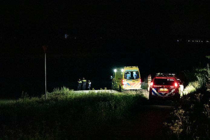 Politie, brandweer en ambulance zijn uitgerukt voor een nachtzwemmer in de IJssel.